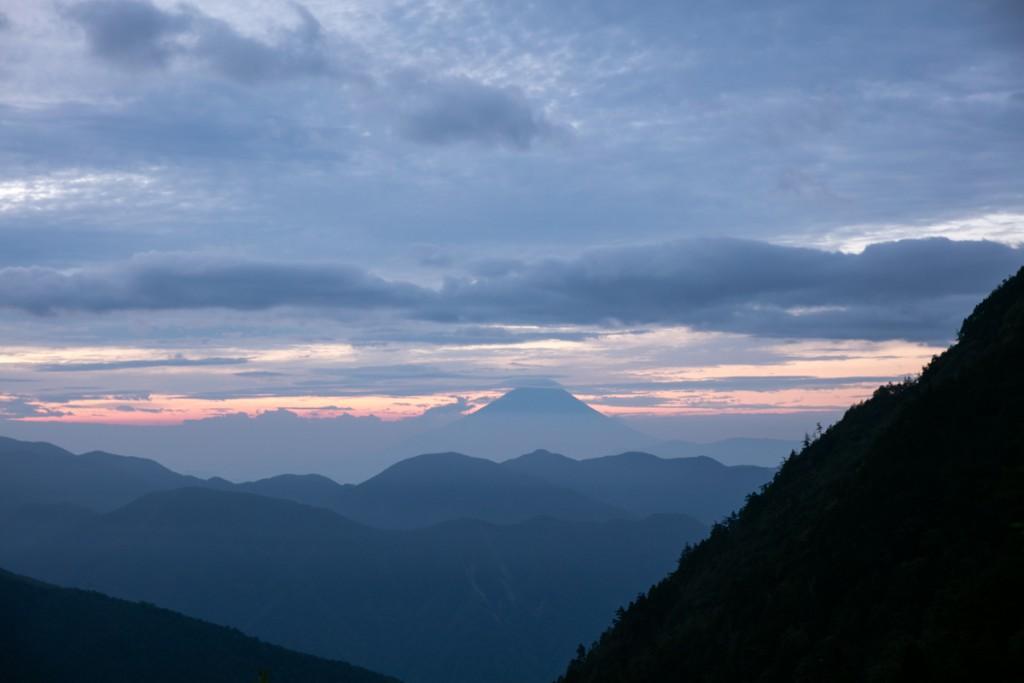 大門沢下降点付近から見る富士