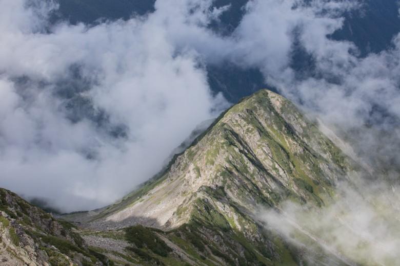 間ノ岳から見下ろす尾根