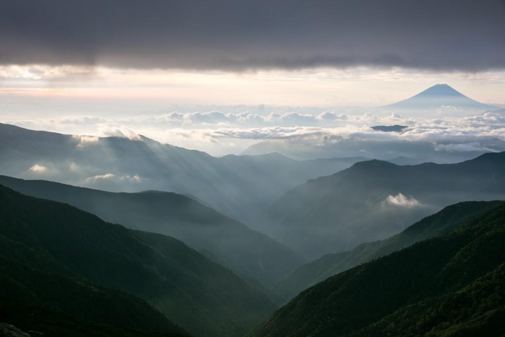 北岳山荘 テント場からの富士山を見る