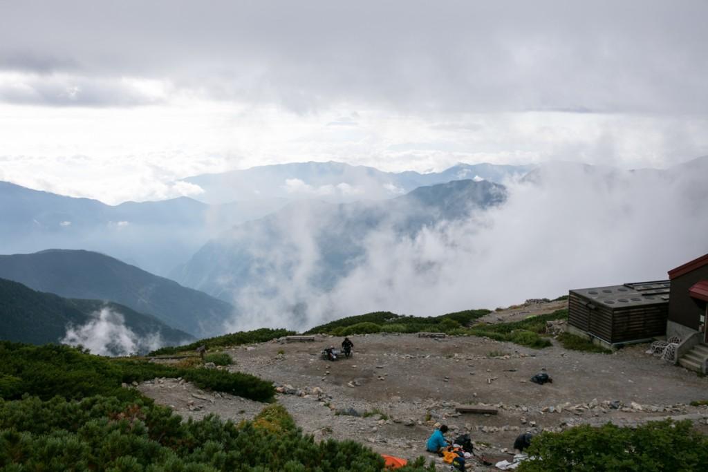北岳山荘 テント場