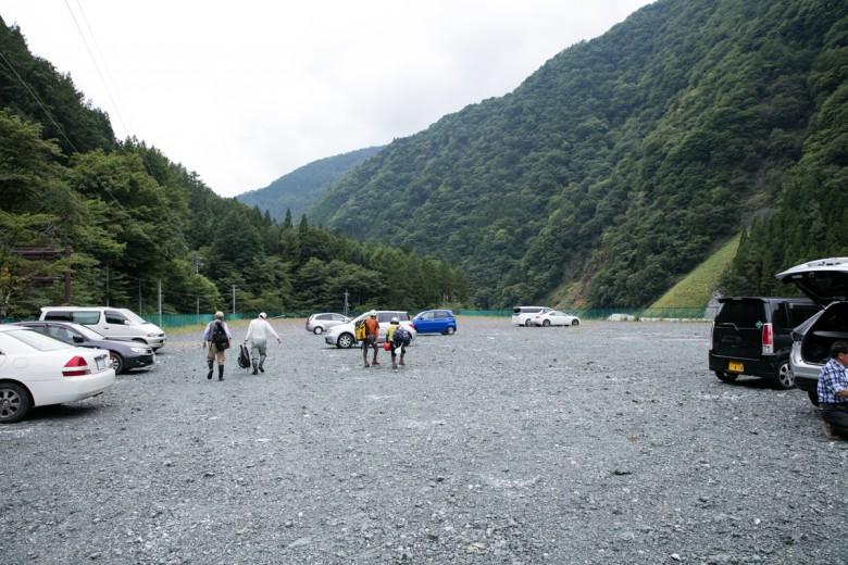 奈良田 駐車場 月曜日午後