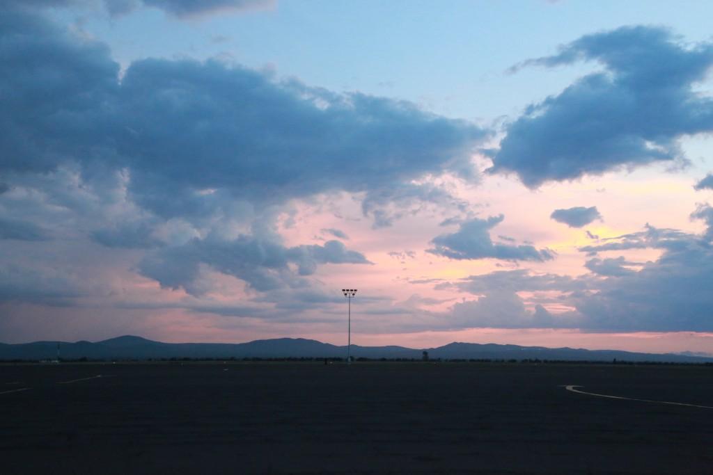 キリマンジャロ国際空港からの夕焼け