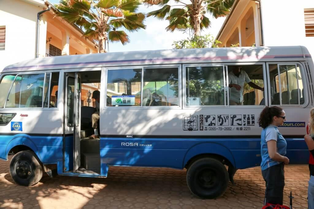 キリマンジャロ登山 登山口行きのバス