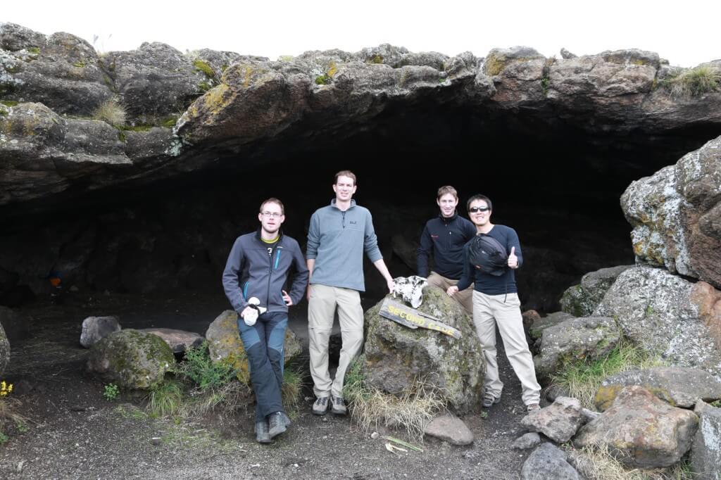 キリマンジャロ登山 ロンガイルート second cave 洞窟