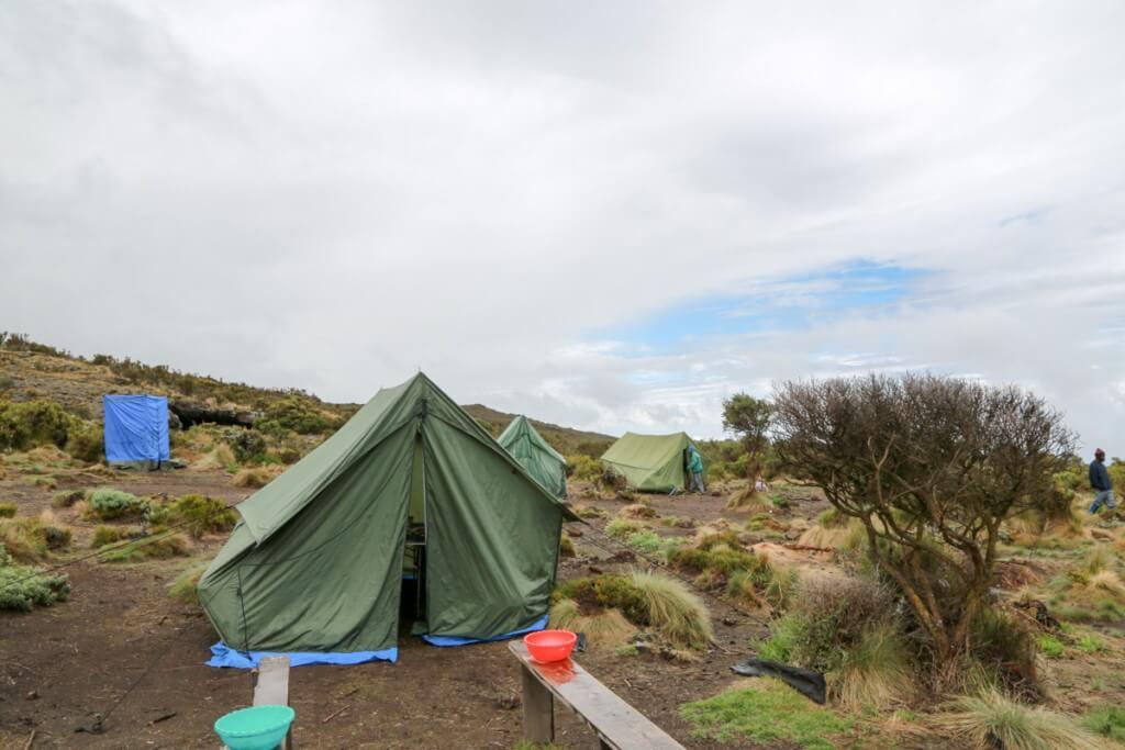 キリマンジャロ登山 ロンガイルート second cave テント