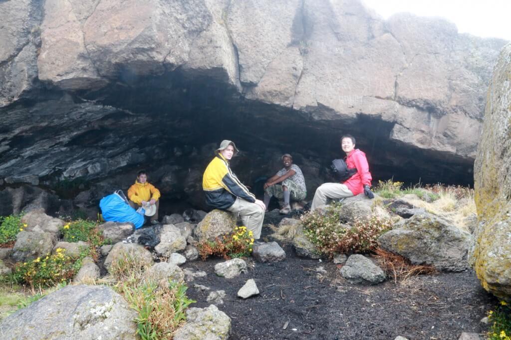 キリマンジャロ登山 ロンガイルート Third cave camp