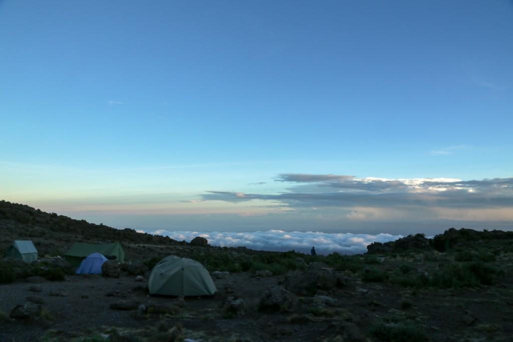 キリマンジャロ登山 ロンガイルート Third cave campからの雲海