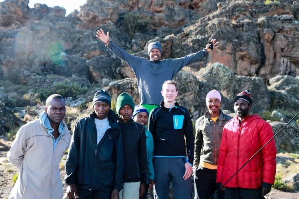 キリマンジャロ登山 ロンガイルート Third cave campで誕生日祝い