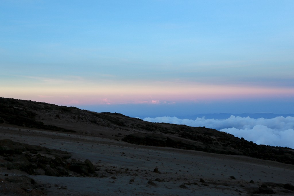 キリマンジャロ登山 キボハットからの夕日1
