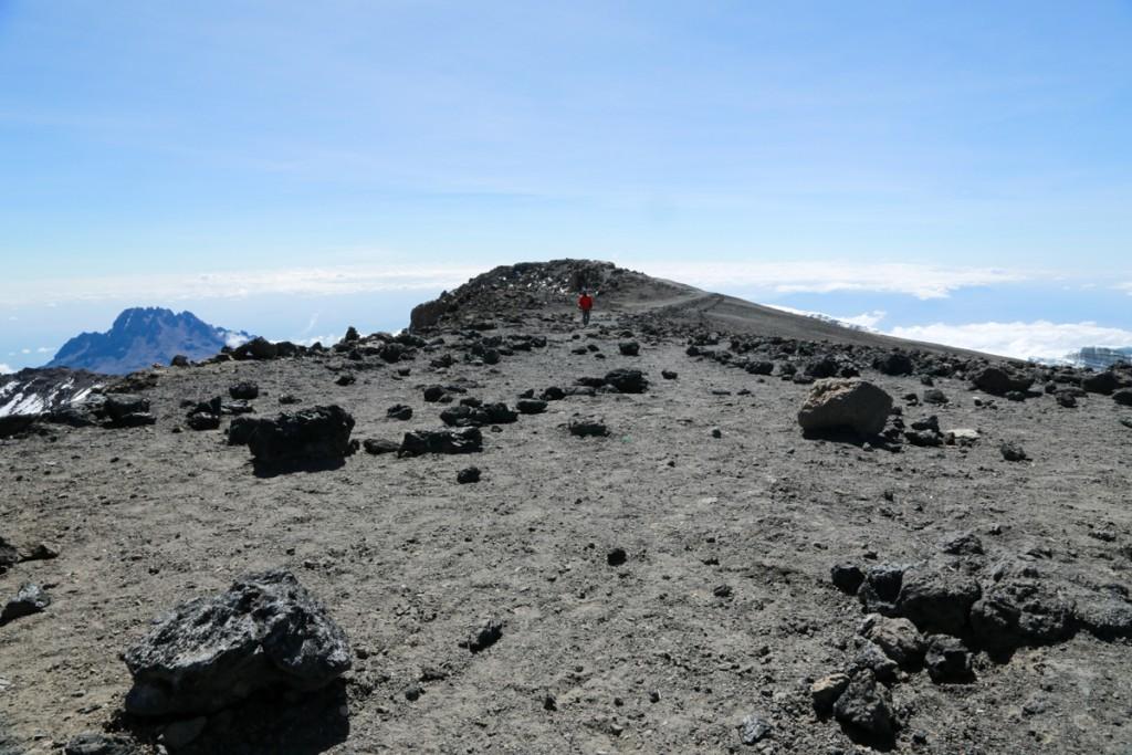 キリマンジャロ頂上まであと少し1