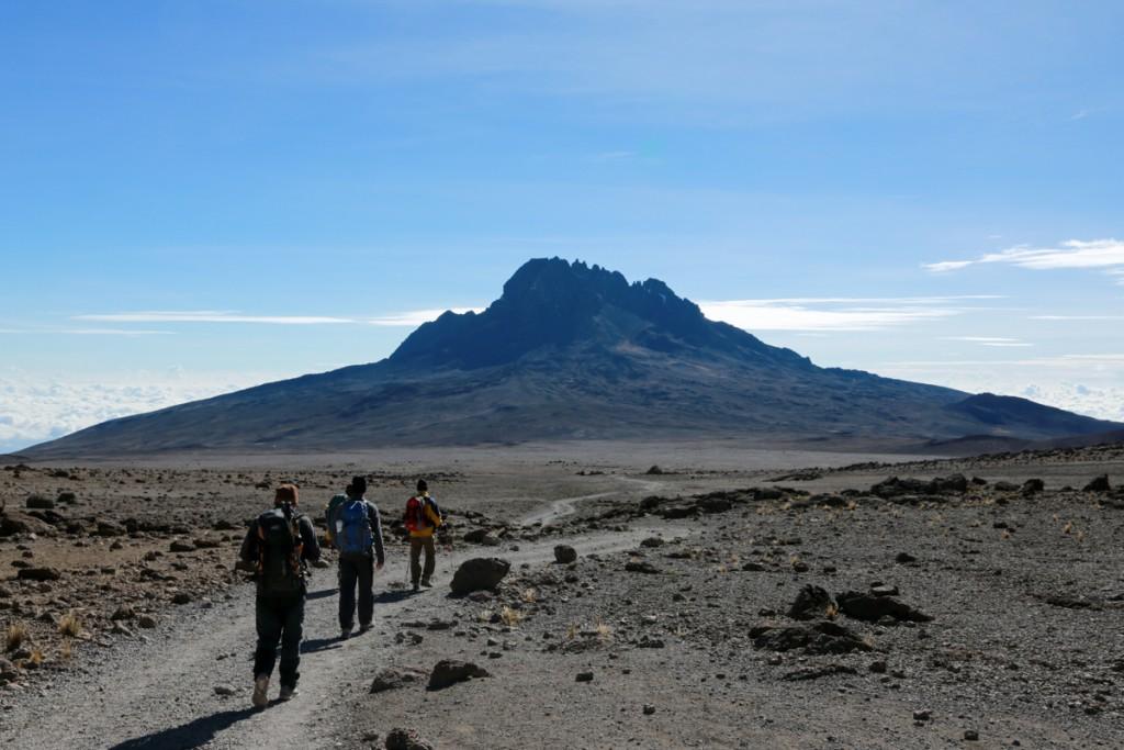 キリマンジャロ マラングルート 下山 マウェンジ峰を望む