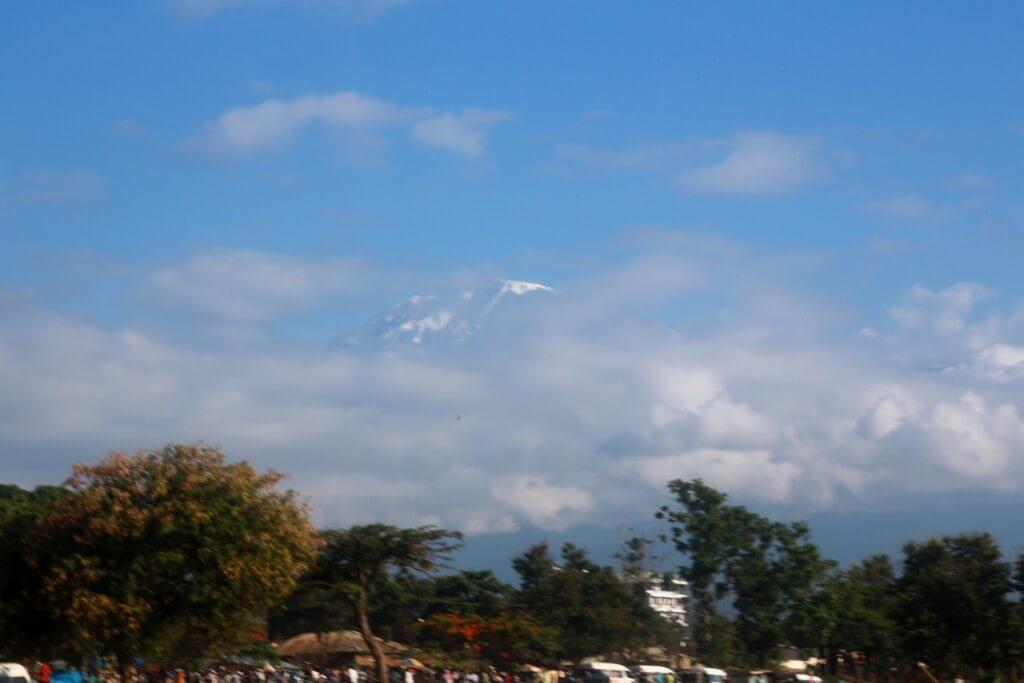 モシの街から眺めるキリマンジャロ山