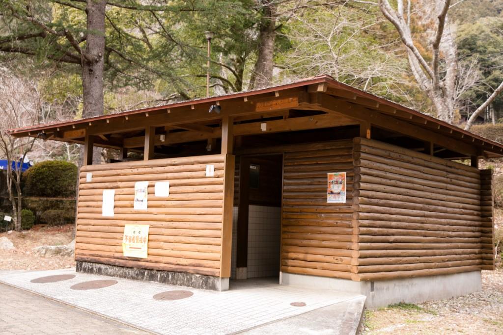 愛知県民の森 駐車場トイレ