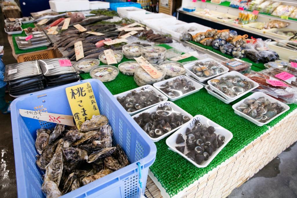 志摩オートキャンプ場近くの魚屋 丸義商店 牡蠣
