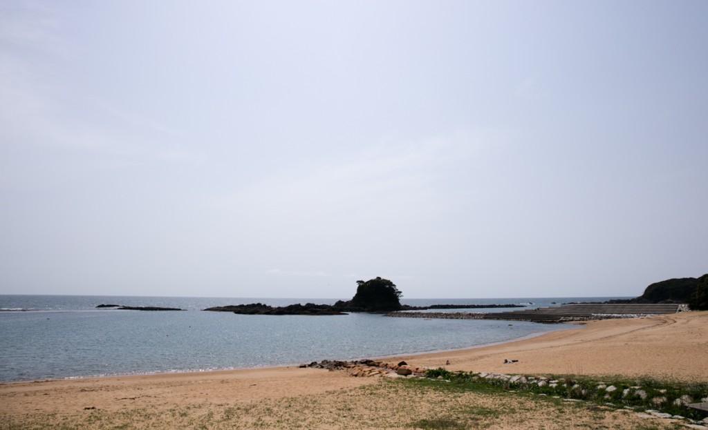 志摩オートキャンプ場近くの海水浴場 阿津里浜