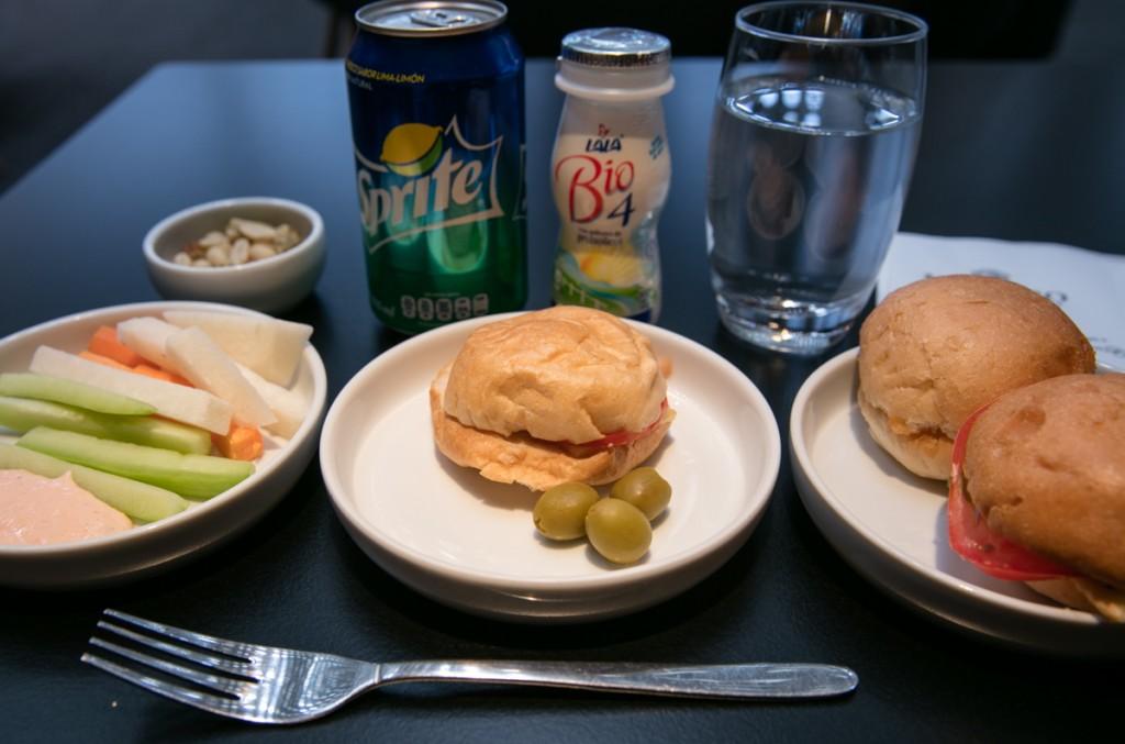メキシコシティ国際空港 アエロメヒコ航空ラウンジ 食べ物&飲み物