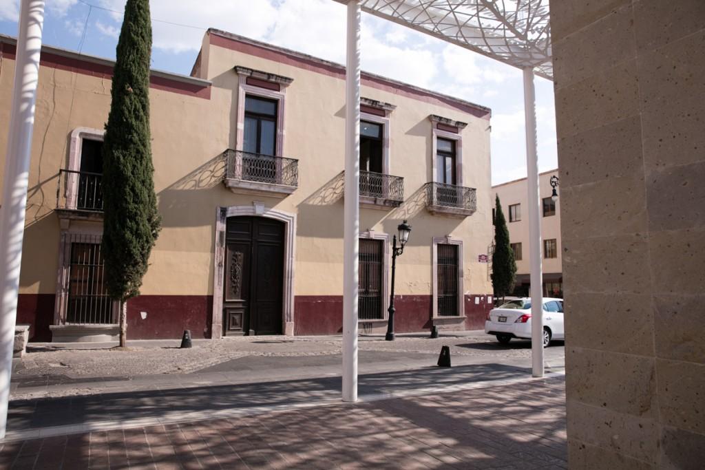 アグアスカリエンテスのタクシーと市街地