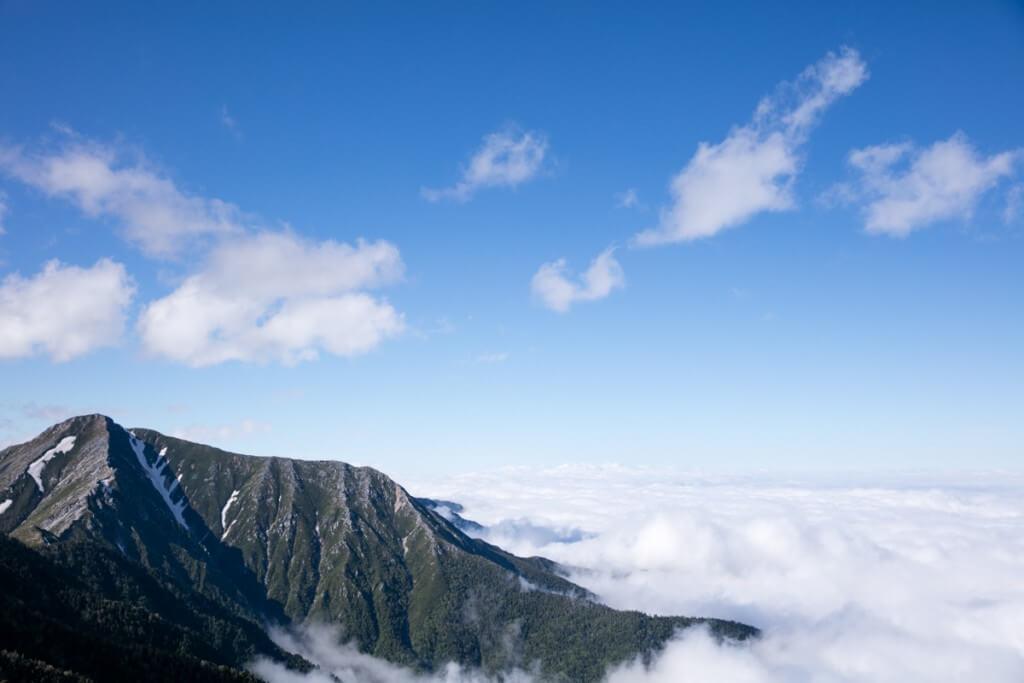 蝶ヶ岳頂上からの常念岳と雲海