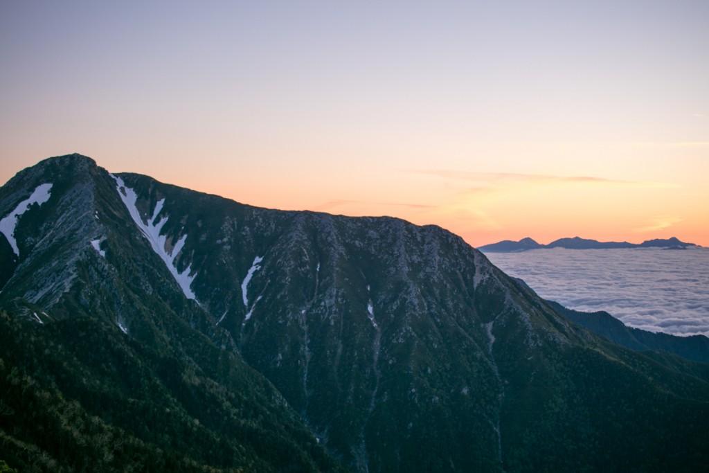 蝶ヶ岳からの常念岳と雲海1
