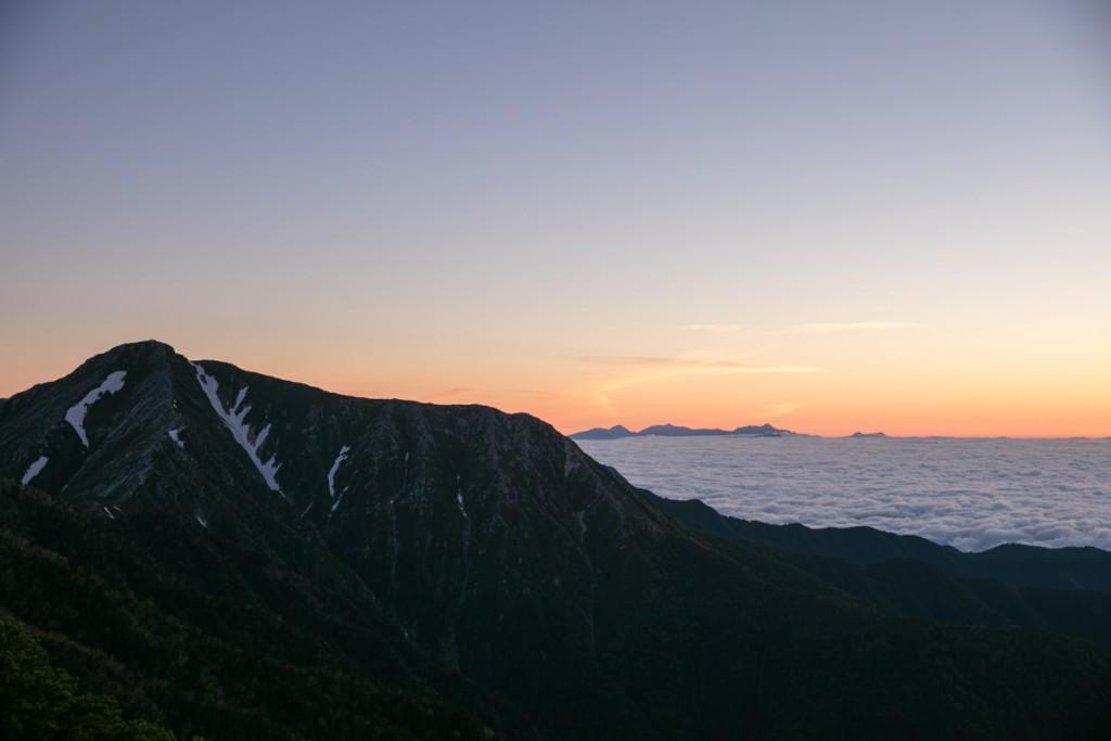 蝶ヶ岳からの常念岳と雲海2