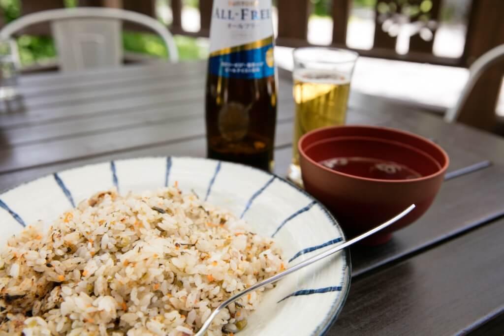 徳沢で野沢菜チャーハンとノンアルビール