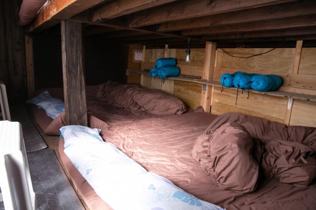 富士山御殿場ルート 山小屋 わらじ館 寝室 下段