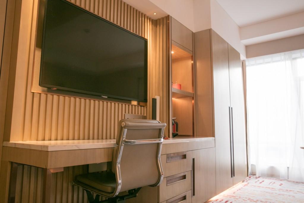 上海 マリオットホテル 虹橋 机とテレビ