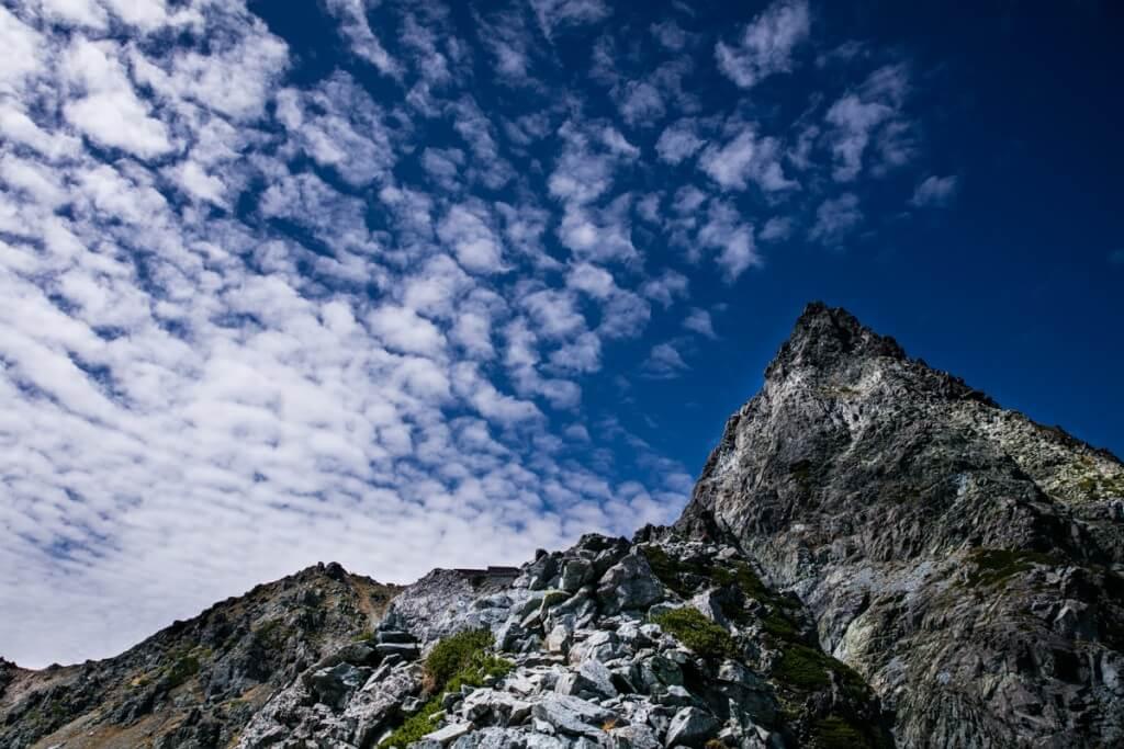 槍ヶ岳と岩と雲
