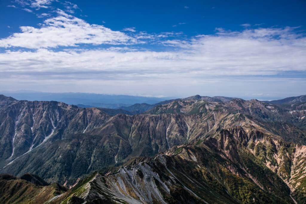 槍ヶ岳山頂から双六岳を望む