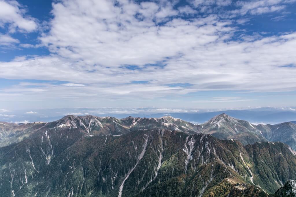 槍ヶ岳山頂から常念山脈を望む