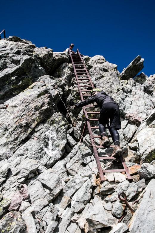 槍ヶ岳山頂から下山
