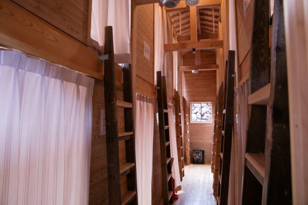 槍ヶ岳山荘 簡易個室 室内