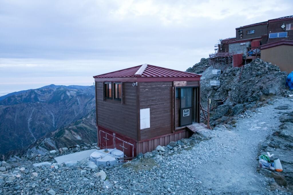 槍ヶ岳山荘 テント泊者用トイレ