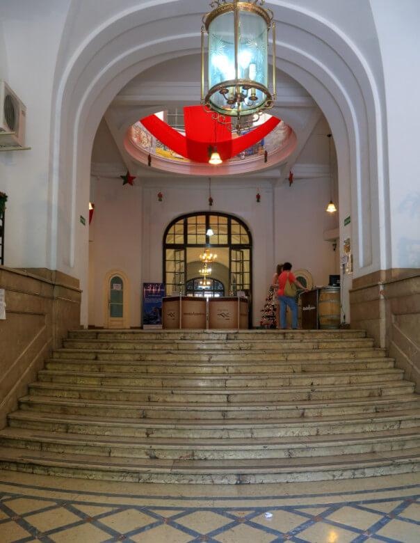 メンドーサ観光局1階