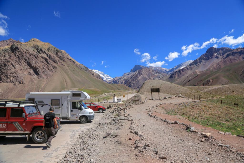 アコンカグア オルコネス登山口までの車道