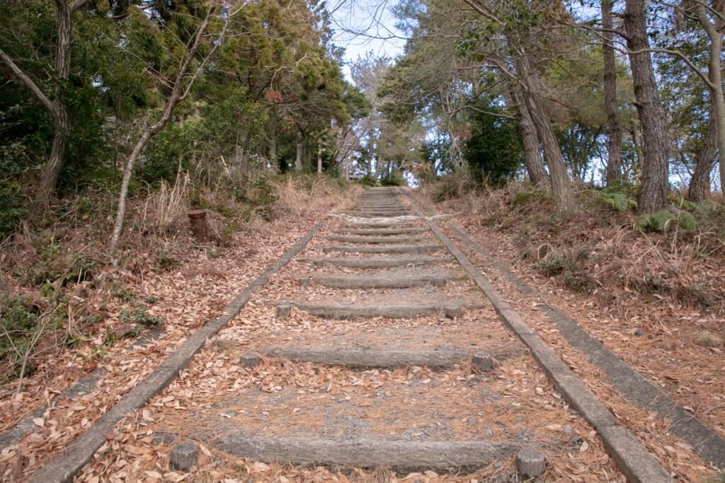 多度山 山上公園への階段