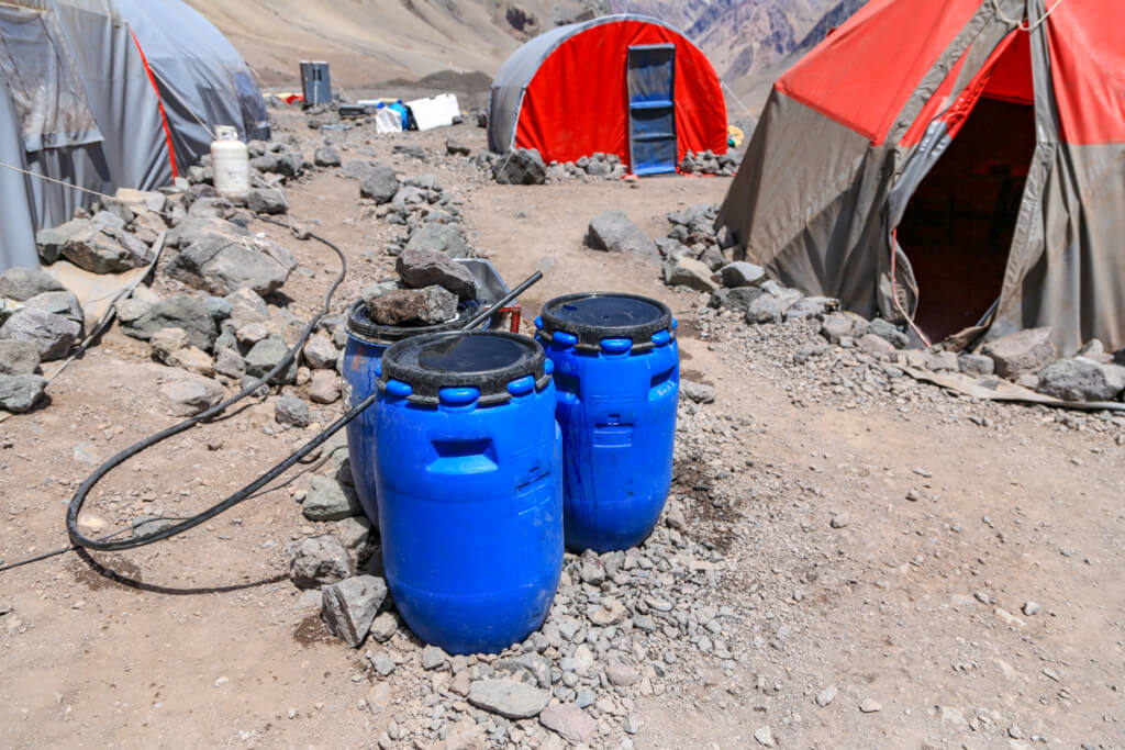 アコンカグア登山ベースキャンプ プラザ・デ・ムーラスの水