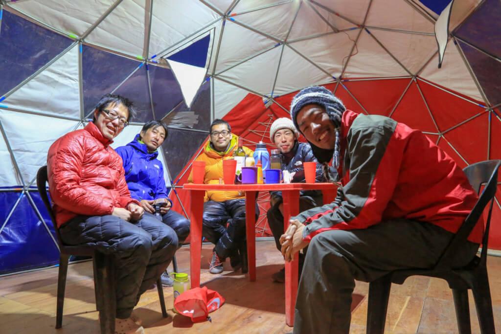 アコンカグア登山ベースキャンプ プラザ・デ・ムーラスで日本人達