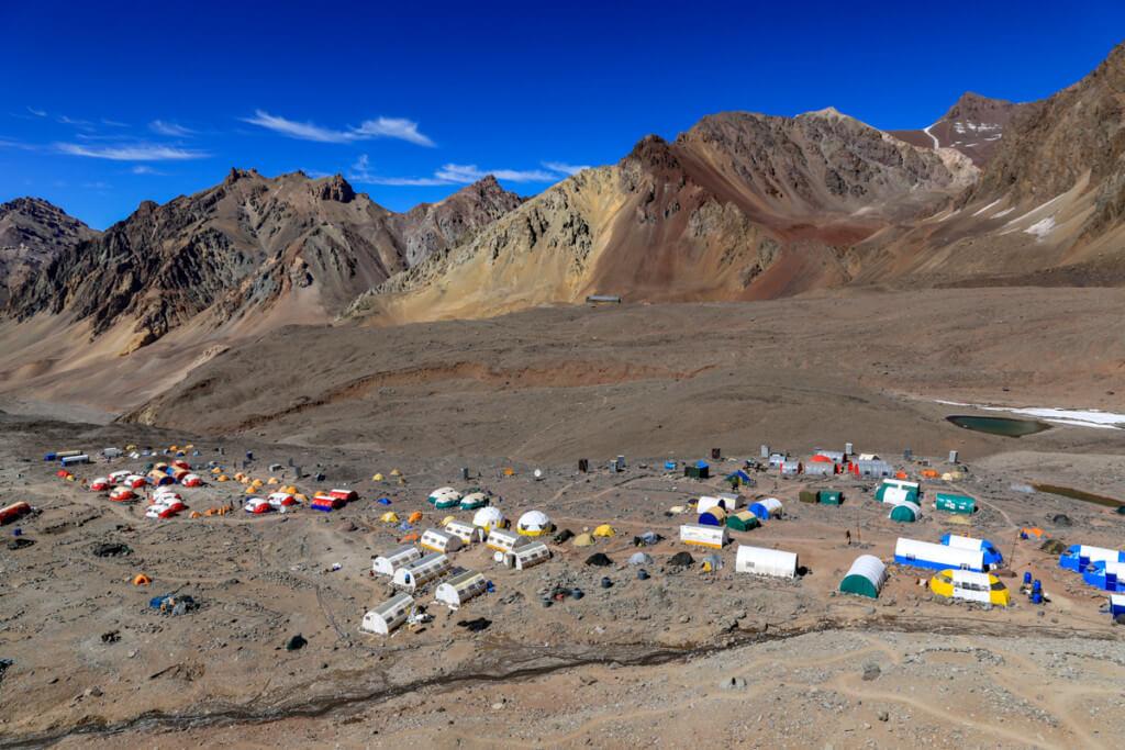 アコンカグア登山ベースキャンプ プラザ・デ・ムーラス 上から眺める