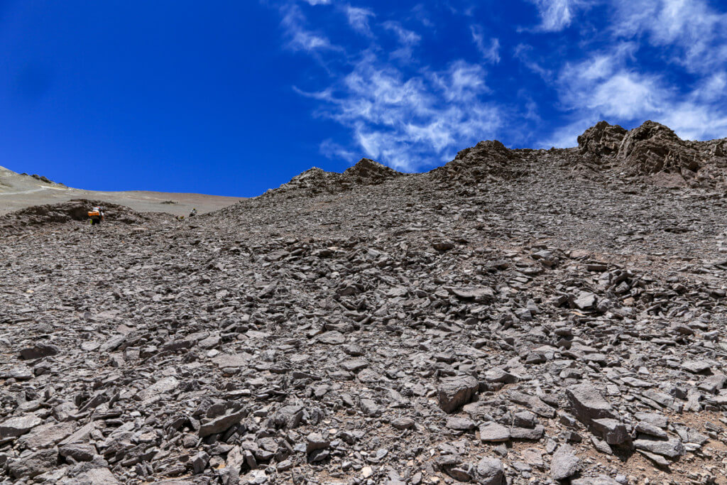 アコンカグア登山ベースキャンプ プラザ・デ・ムーラス〜キャンプカナダでy-heyを待つOさん