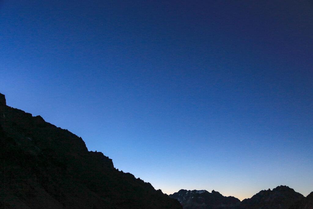 アコンカグア登山ベースキャンプ プラザ・デ・ムーラス からの日の出