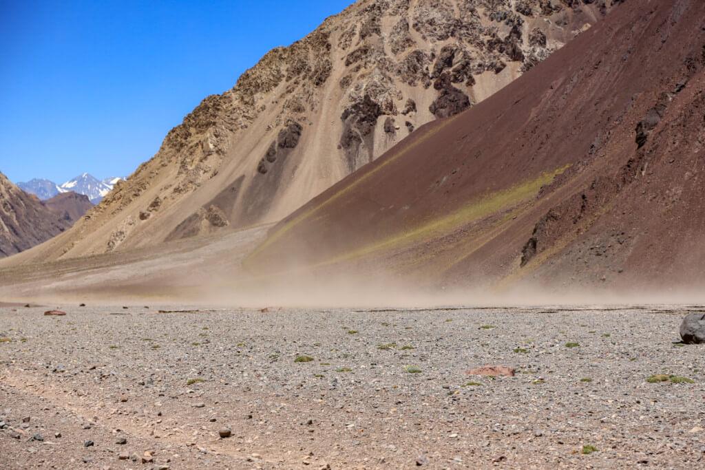 アコンカグア登山 プラザ・デ・ムーラスから下山中の砂嵐3