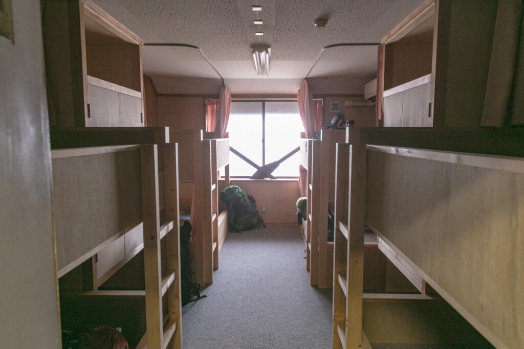 比良山岳センター 寝室 釈迦