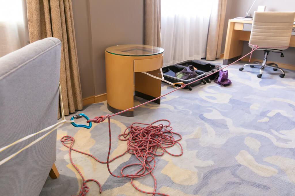 ホテルで固定ロープ