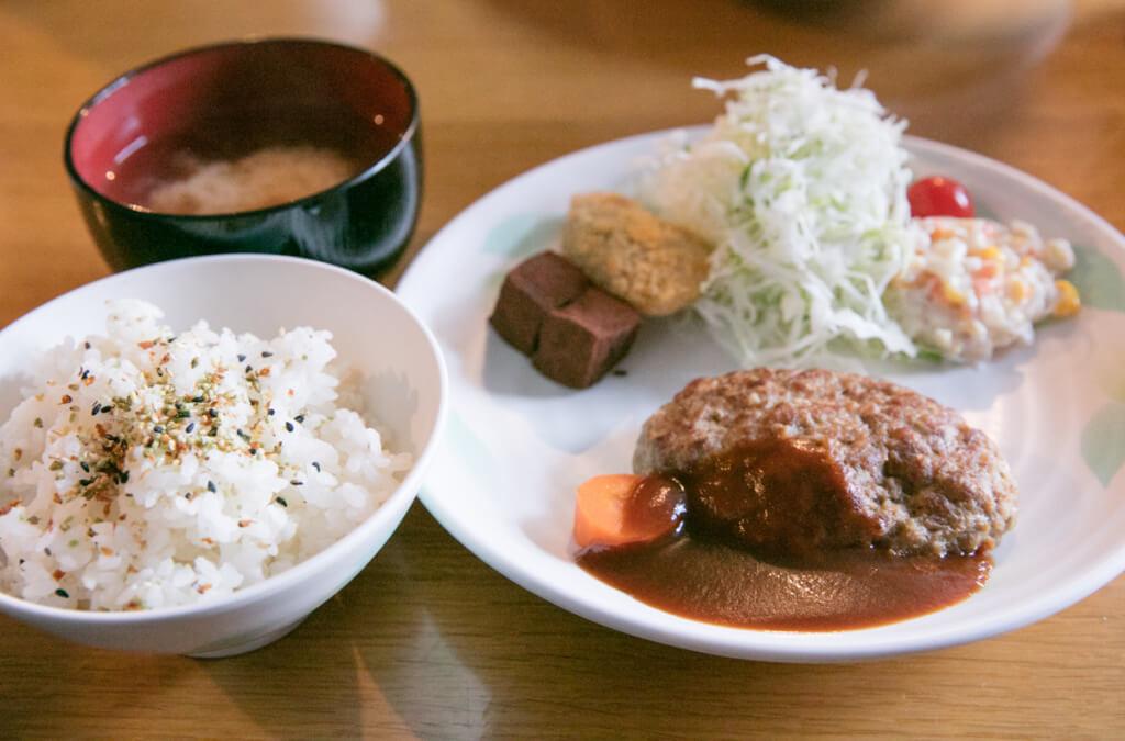 槍ヶ岳山荘 夕食 ハンバーグ