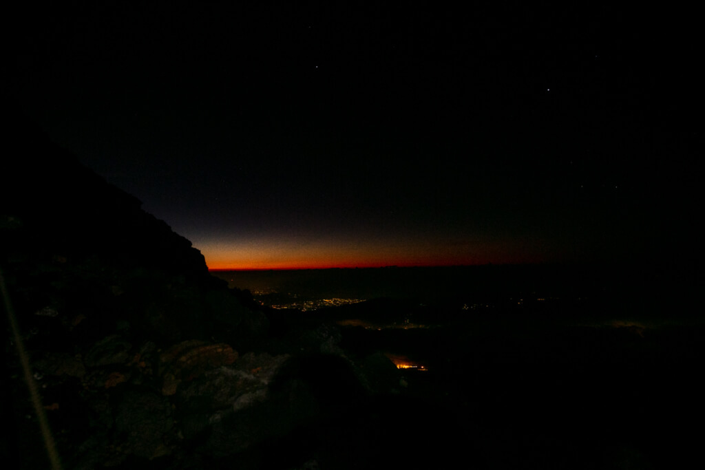 富士山富士宮口 頂上付近の夜明け前