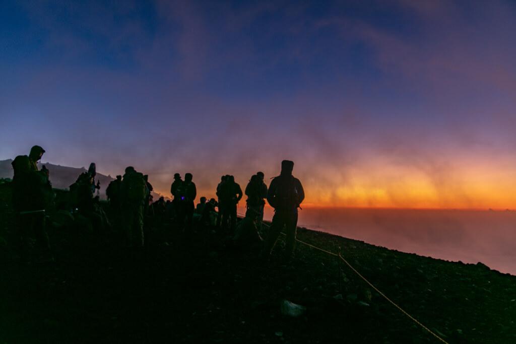 富士山富士宮口 御来光を待つ