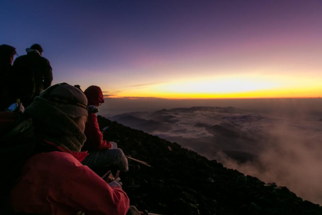 富士山富士宮口 御来光を待つ2