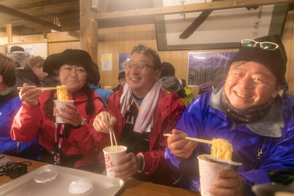 富士山富士宮口 頂上山荘でカップラーメン