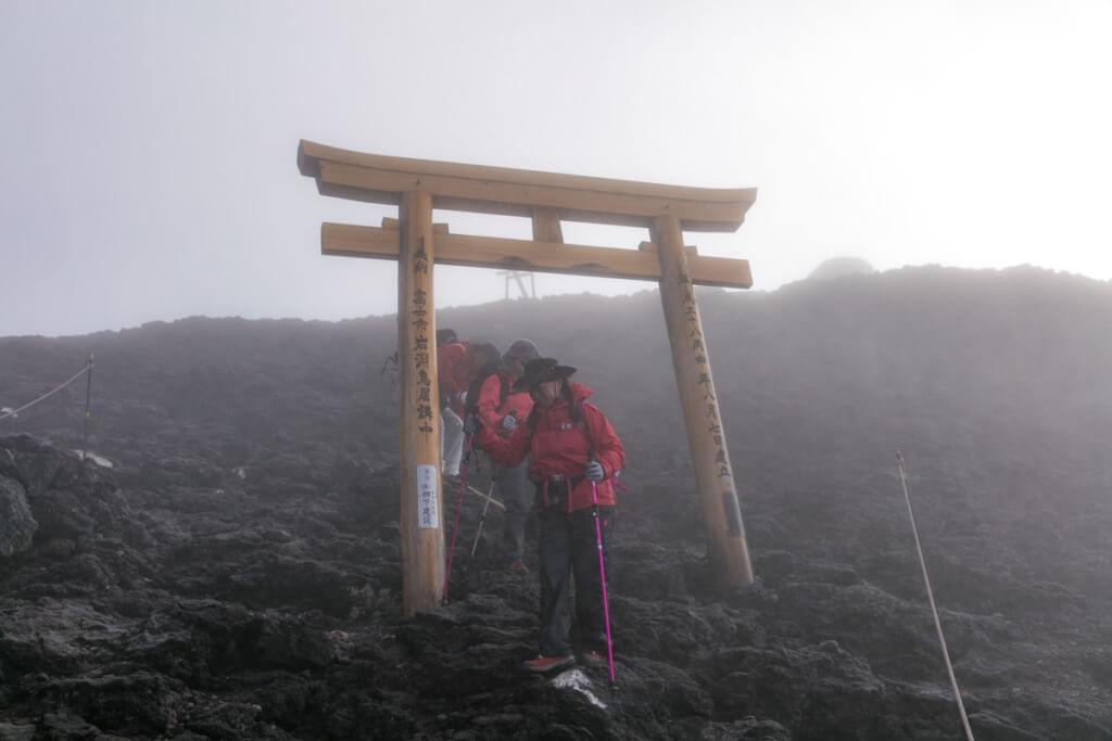 富士山富士宮口 頂上から下る